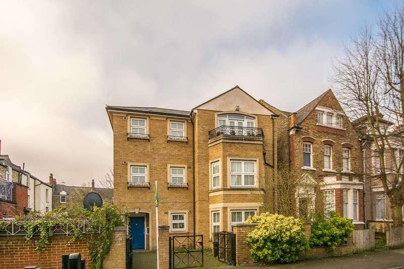 1 Bedroom Flat for sale in Bergholt Crescent, Stamford Hill, N16