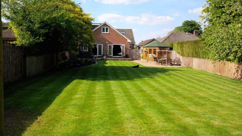 5 Bedrooms Detached House for sale in Orchard Road, South Wonston