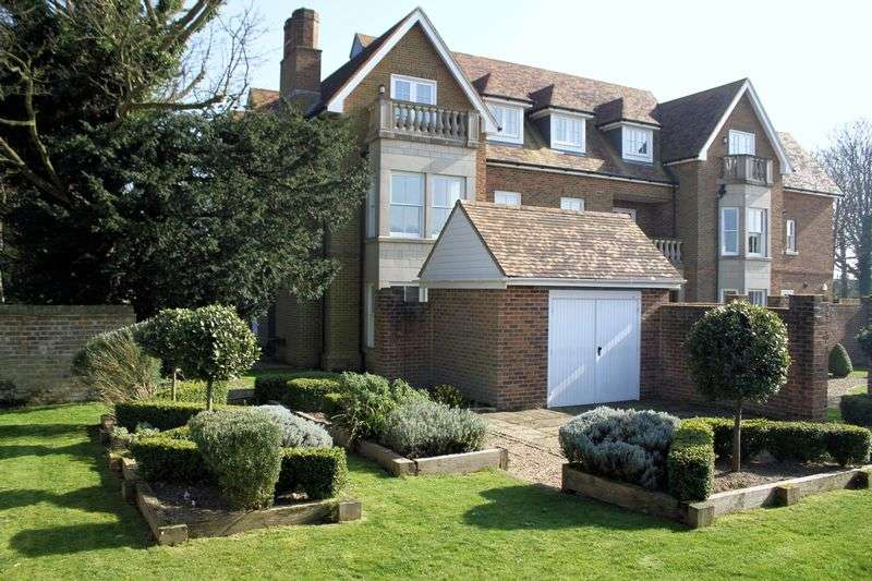 2 Bedrooms Flat for sale in St Margaret's at Cliffe