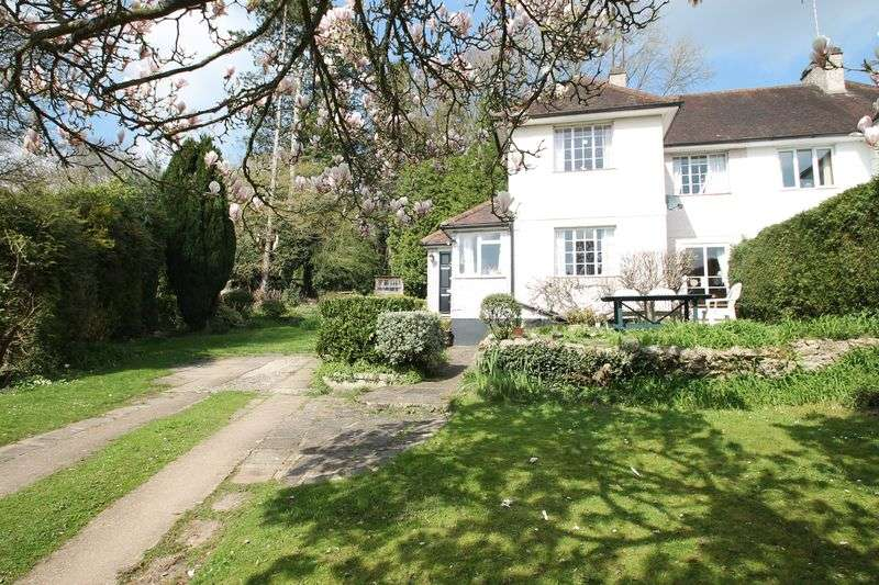 3 Bedrooms Semi Detached House for sale in Old Drive, Gomshall
