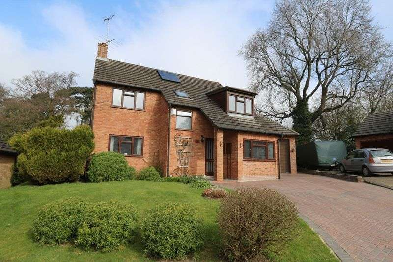 4 Bedrooms Detached House for sale in Brands Hill Avenue, High Wycombe
