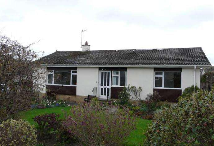 3 Bedrooms Bungalow for sale in 6 Barony Park, Kelso, TD5 8DJ