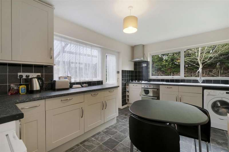3 Bedrooms Semi Detached House for sale in Court Lane, Hadlow, Tonbridge