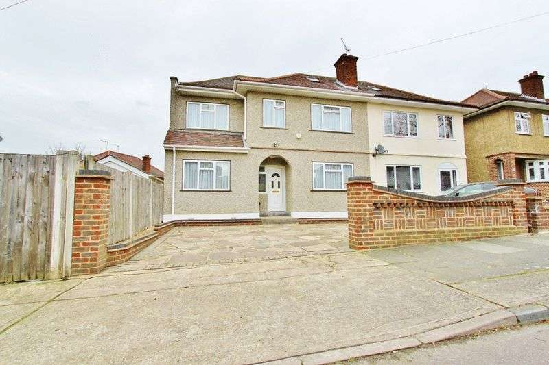 4 Bedrooms Semi Detached House for sale in Victoria Avenue, Romford, RM5