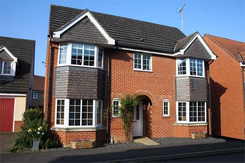 4 Bedrooms Detached House for sale in Woodland Walk, ALDERSHOT, Hampshire