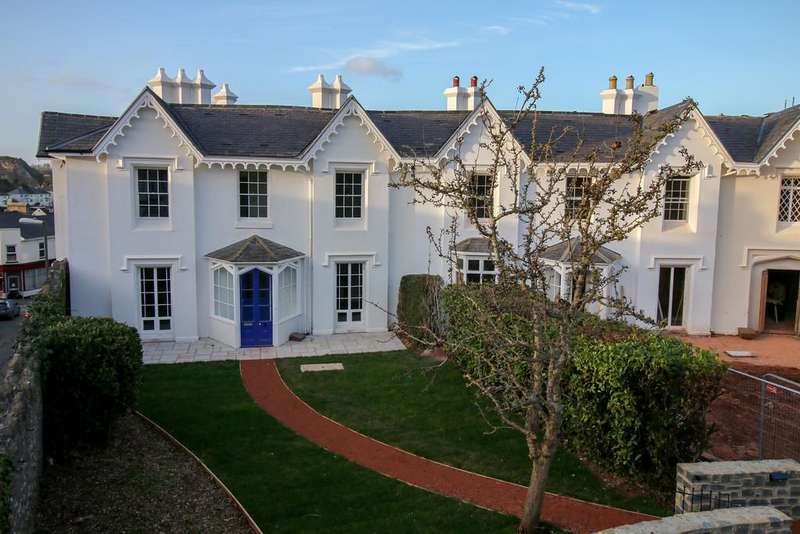 2 Bedrooms Terraced House for sale in Park Crescent, St Marychurch