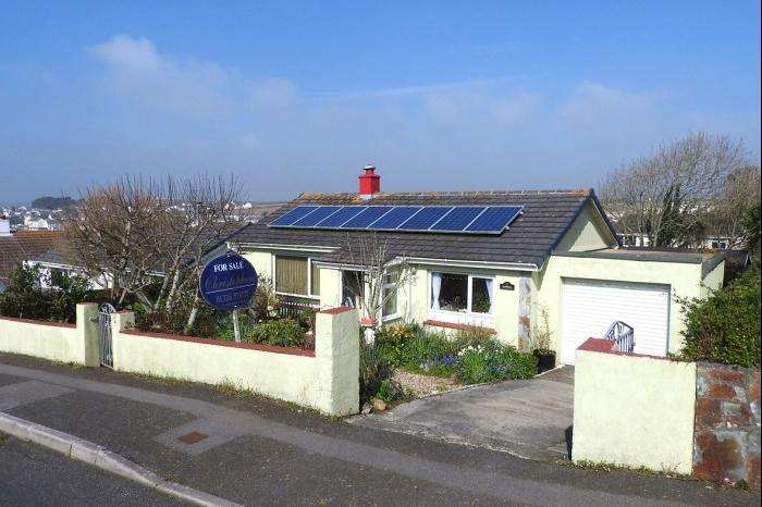 2 Bedrooms Bungalow for sale in 4 Balfield Road, Porthleven, TR13