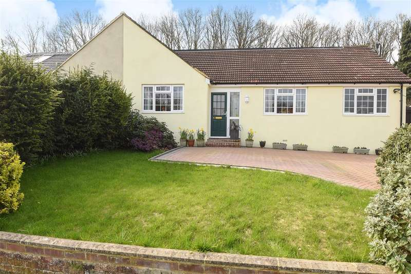 5 Bedrooms Bungalow for sale in Harpesford Avenue, Virginia Water