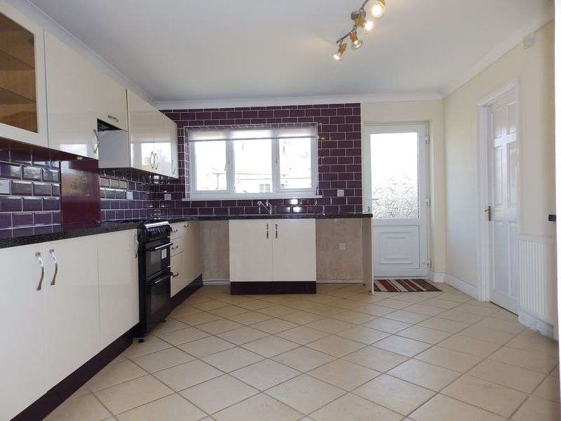 4 Bedrooms Terraced House for sale in Somerville Avenue, Gorleston, Great Yarmouth