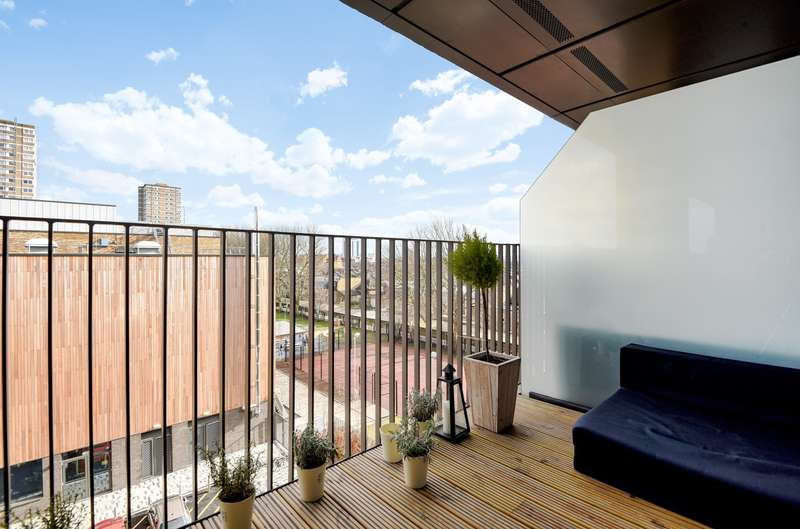 2 Bedrooms Flat for sale in Cobalt Place, London, SW11