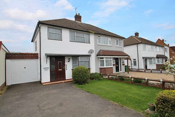 3 Bedrooms Semi Detached House for sale in Nursery Gardens, Staines-Upon-Thames, TW18