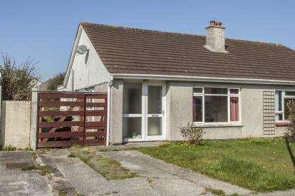 2 Bedrooms Bungalow for sale in Threemilestone, Truro, Cornwall