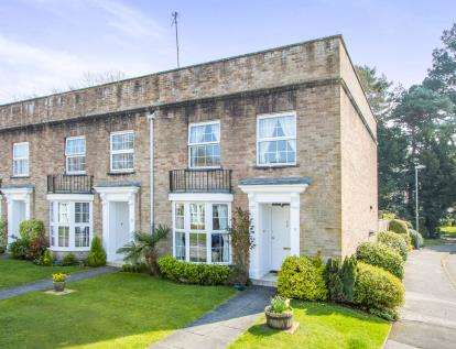 3 Bedrooms End Of Terrace House for sale in Highcliffe, Christchurch, Dorset