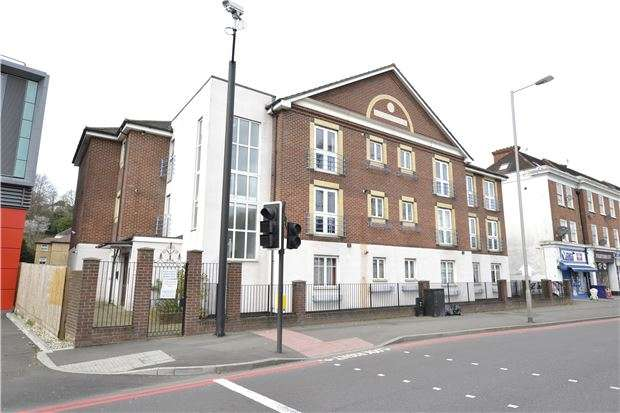2 Bedrooms Flat for sale in Andrews House, Brighton Road, Purley, Surrey, CR8 4AB