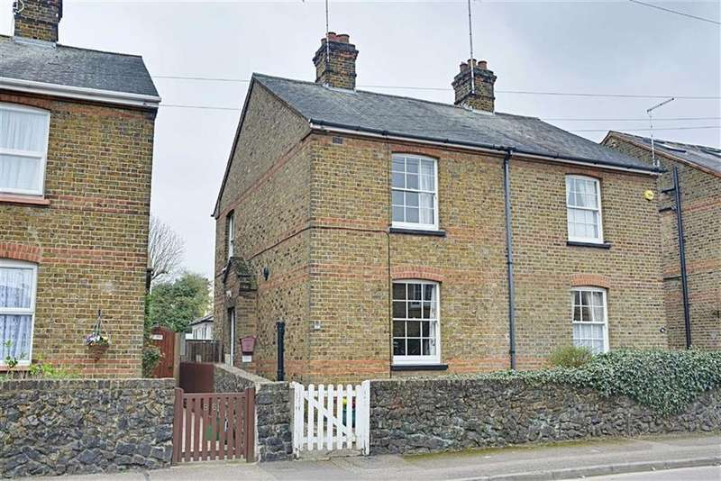 3 Bedrooms Semi Detached House for sale in Tamworth Road, Hertford, Herts, SG13