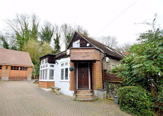 5 Bedrooms Semi Detached House for sale in Harthall Lane, Kings Langley