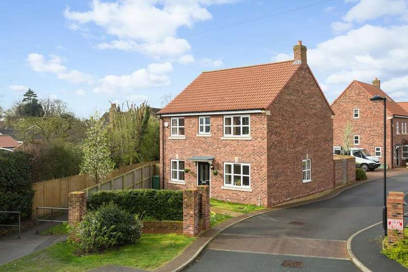 4 Bedrooms Detached House for sale in Dunelm Farm Close, Riccall, York, YO19