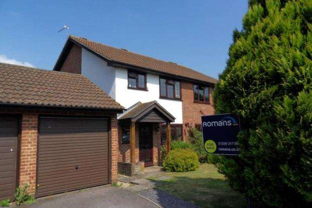 3 Bedrooms Semi Detached House for sale in Brookfield Close, Chineham, Basingstoke
