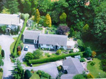 2 Bedrooms Bungalow for sale in The Dell, Whaley Bridge, High Peak, Derbyshire