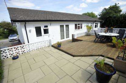 4 Bedrooms Bungalow for sale in Dolwen Close, Llysfaen, Colwyn Bay, Conwy, LL29