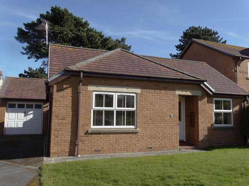 3 Bedrooms Detached Bungalow for sale in 32 The Cloisters, Rhos on Sea, LL28 4PW