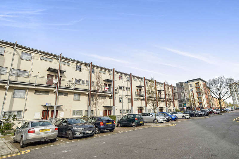 2 Bedrooms Flat for sale in Fothergill Close, London, E13