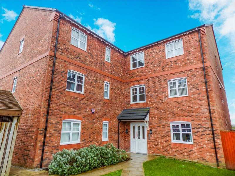 2 Bedrooms Flat for sale in Fernbeck Close, Farnworth, Bolton, Lancashire