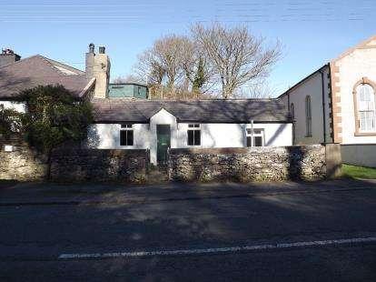 2 Bedrooms Semi Detached House for sale in Pentre Castell, Llanberis, Caernarfon, Gwynedd, LL55