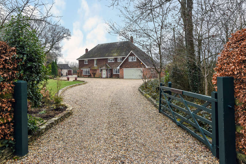 5 Bedrooms Detached House for sale in Hoe Gate, Hambledon