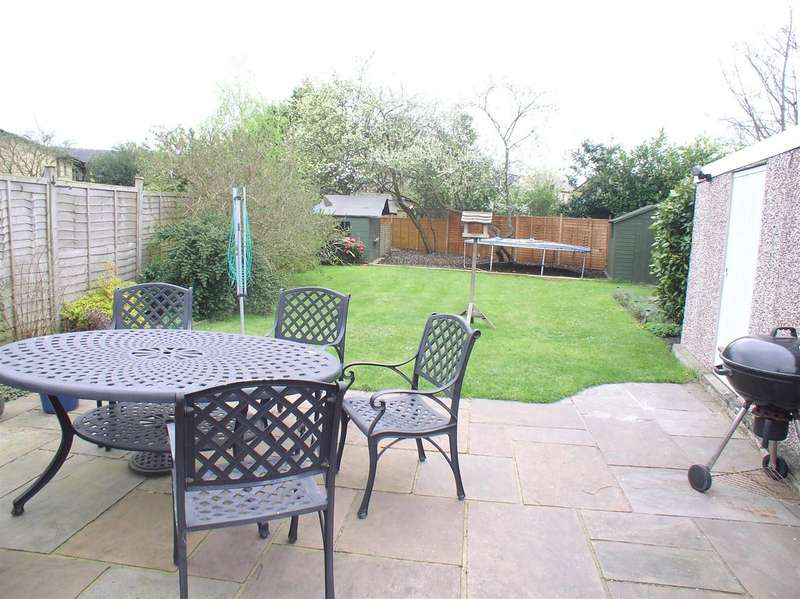 3 Bedrooms Property for sale in Pembroke Avenue, Hersham, Walton-On-Thames