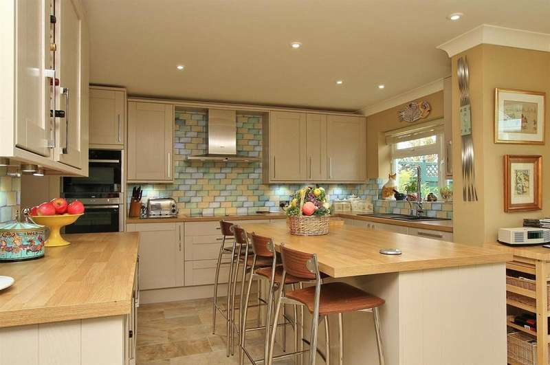 3 Bedrooms Detached Bungalow for sale in Maple Close, Woodingdean