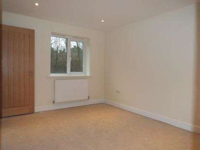 3 Bedrooms Semi Detached House for sale in Charlton, Andover, Hampshire