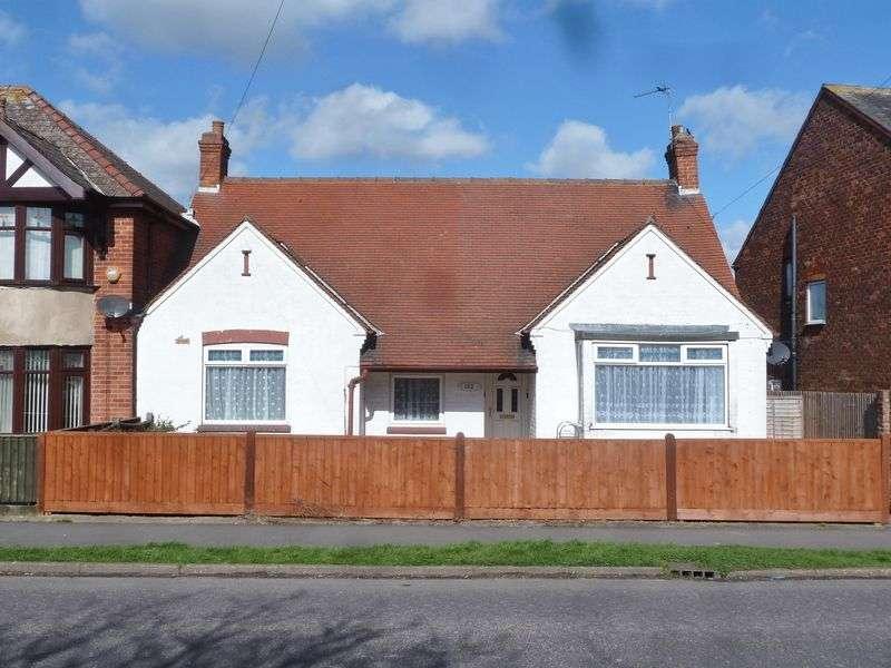 3 Bedrooms Detached Bungalow for sale in Wainfleet Road, Skegness