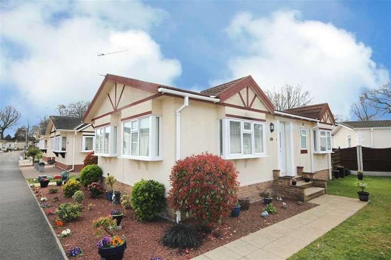 2 Bedrooms Bungalow for sale in The Spinney, Sacketts Grove, Jaywick Lane, Clacton-On-Sea