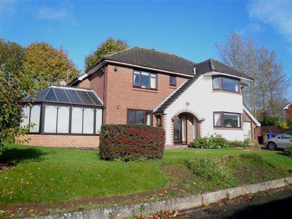 4 Bedrooms Detached House for sale in Grenadier Close, Trentham, Stoke-on-Trent