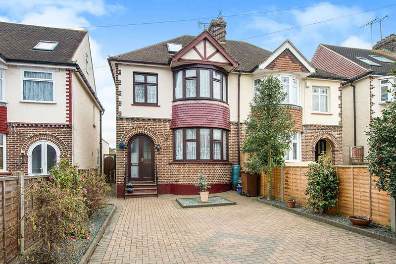 4 Bedrooms Semi Detached House for sale in Hawthorne Avenue, GILLINGHAM, ME8