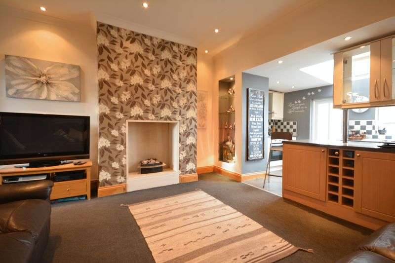 2 Bedrooms Terraced House for sale in Bridge Street, Rishton