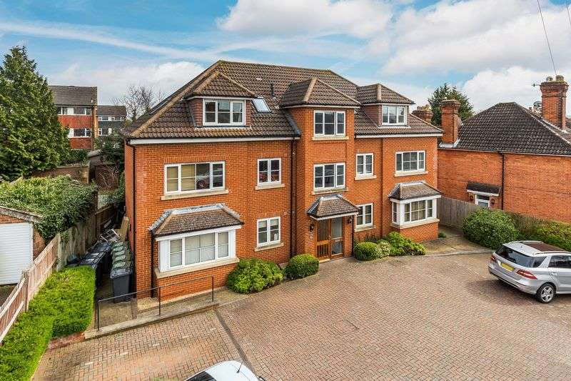 2 Bedrooms Flat for sale in Guildford