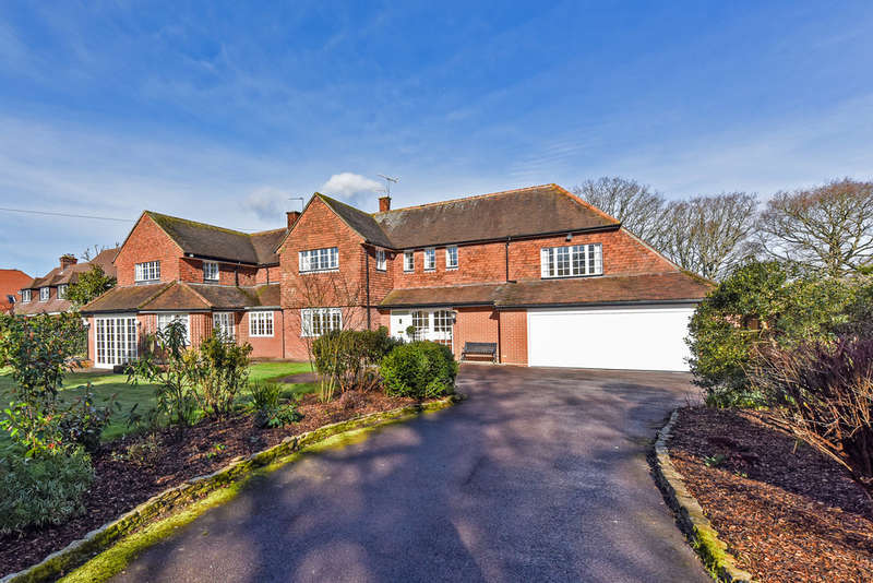 6 Bedrooms Detached House for sale in Uplands Road, Denmead