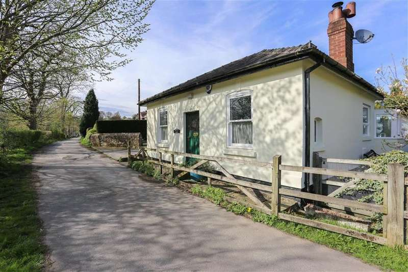 3 Bedrooms Detached Bungalow for sale in Montagu Street, Compstall, Cheshire