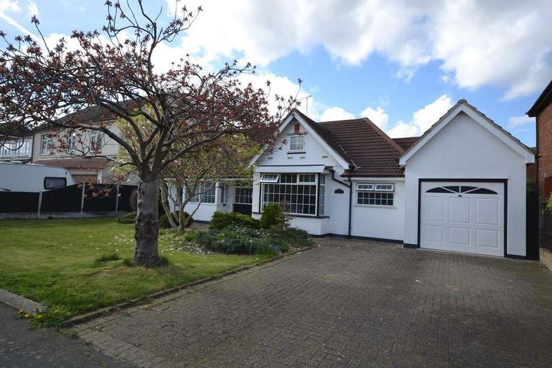 3 Bedrooms Detached Bungalow for sale in Branksome Avenue, Stanford-le-Hope, SS17