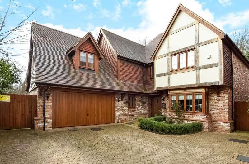 5 Bedrooms Detached House for sale in Hampstead Mews Beckenham BR3