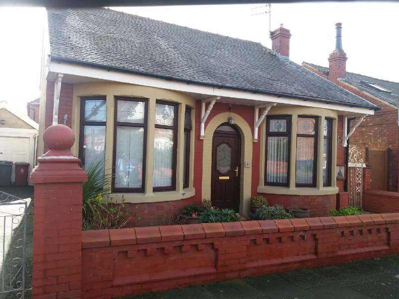2 Bedrooms Detached Bungalow for sale in Chadfield Road, Blackpool, FY1 5NS