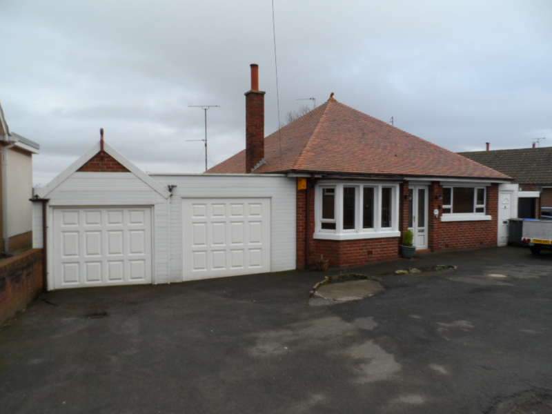 2 Bedrooms Bungalow for sale in Cherry Tree Road, Blackpool, FY4 4NS