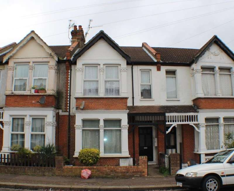 2 Bedrooms Ground Flat for sale in Beedell Avenue, Westcliff-on-Sea, Essex, SS0 9JT