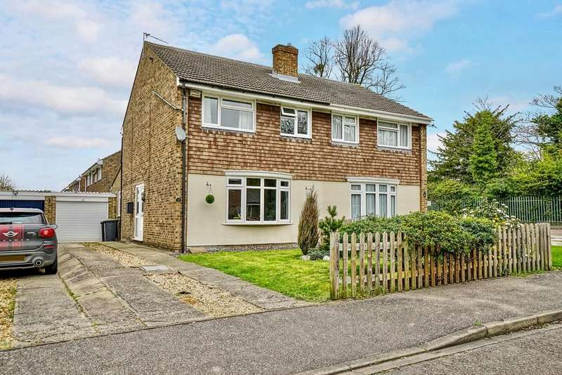 3 Bedrooms Semi Detached House for sale in Foster Grove, Sandy