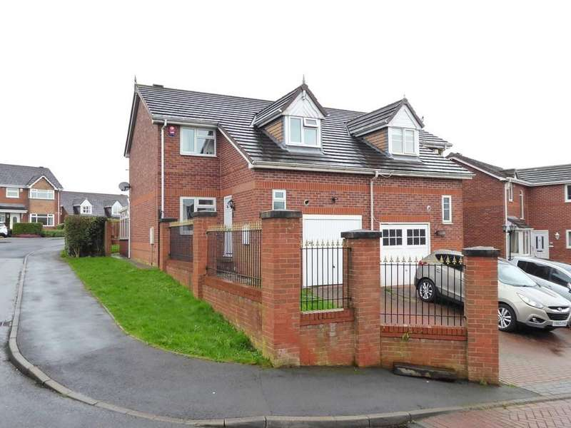 3 Bedrooms Semi Detached House for sale in St Marys Park Approach, Armley