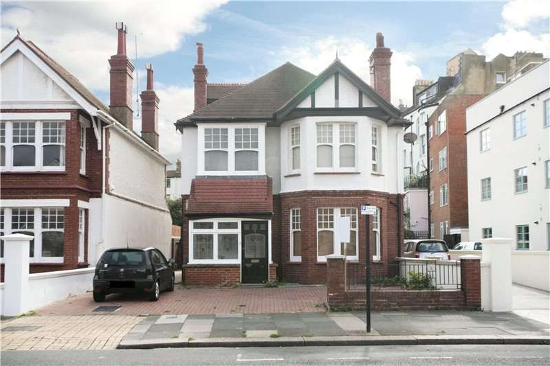 4 Bedrooms Detached House for sale in Vallance Gardens, Hove, East Sussex, BN3