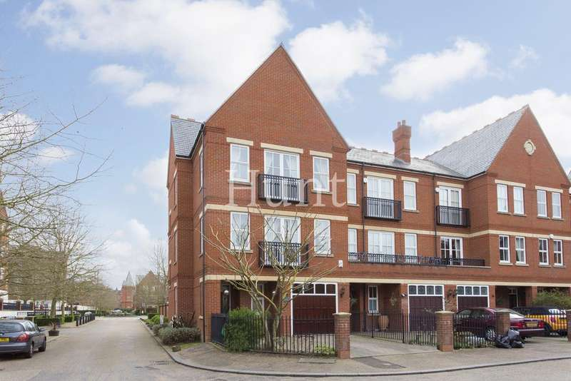 4 Bedrooms Town House for sale in Repton Park, Woodford Green, Essex IG8