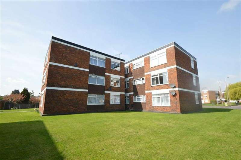 2 Bedrooms Apartment Flat for sale in North Justins, Southend On Sea, Essex